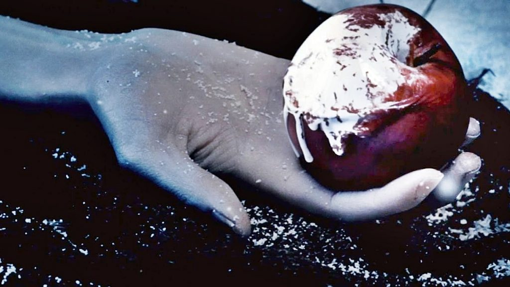 snow-white-and-the-huntsman poison apple